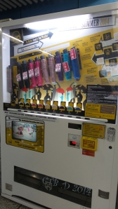 Umbrella veding machine in Hong Kong Metro station... almost sold out!